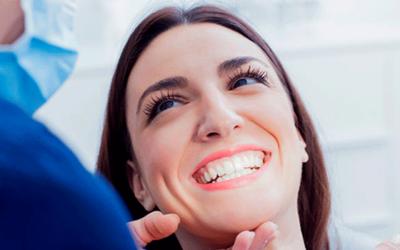 8 señales de que necesitas con urgencia una visita al dentista.